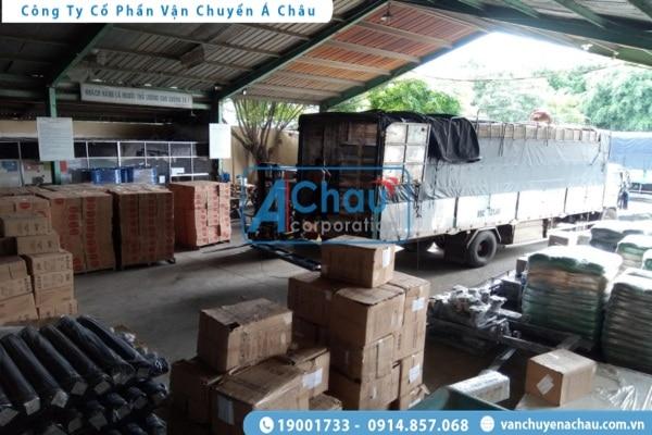 Xe tải chở hàng đi Quảng Bình