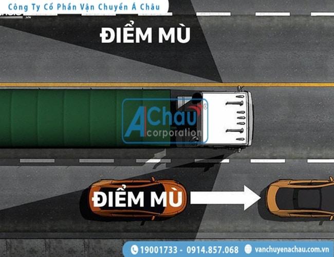 Các lưu ý cần phải biết khi lái xe gần container