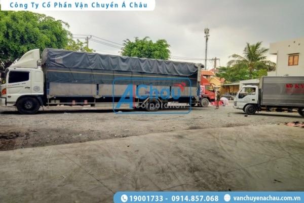 Xe tải chở hàng đi Tiền Giang