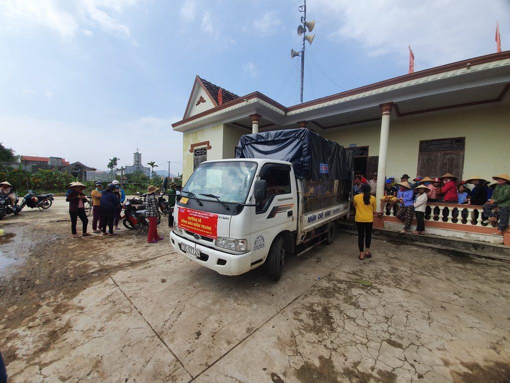 đoàn xe cứu trợ