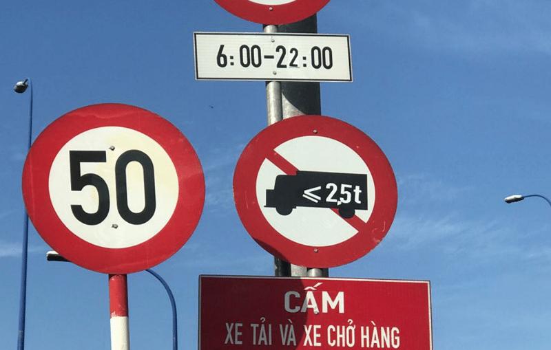 Biển báo thời gian cấm xe tải vào nội thành